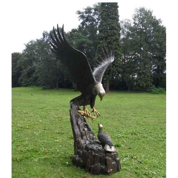 aigle avec nid de thermobrass dans animaux sauvages de animaux sur gazon et jardin. Black Bedroom Furniture Sets. Home Design Ideas