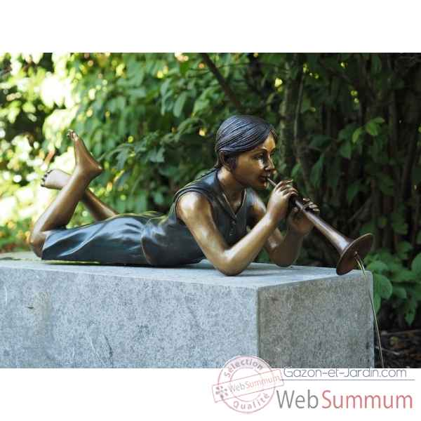 Sculpture fille couchant avec flute en bronze thermobrass -an1262br-v-f